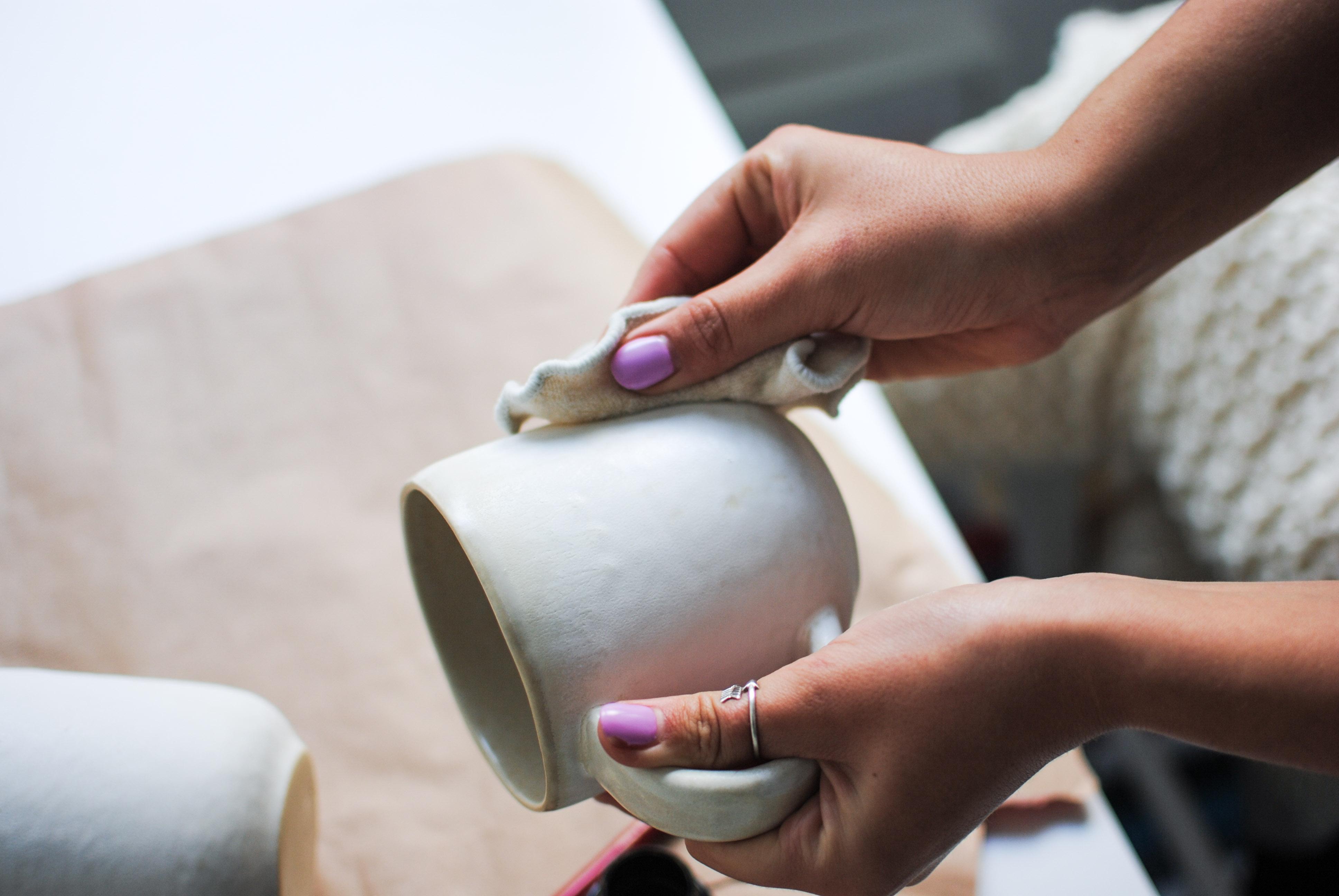 chalkboard mugs diy | please consider | joana limao