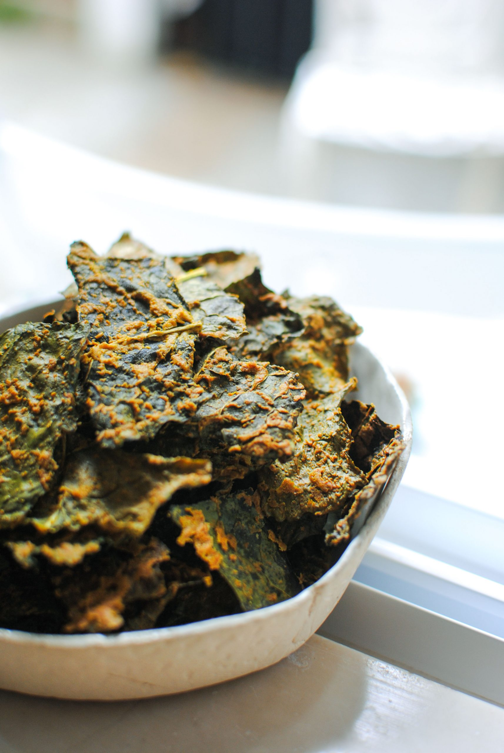 curry kale chips | please consider | joana limao