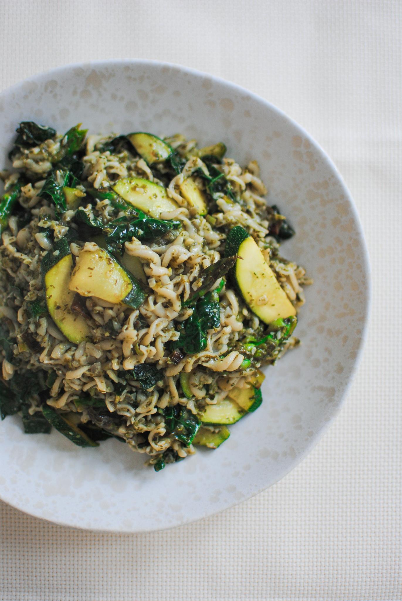 massa com pesto e legumes primaveris | please consider | joana limao