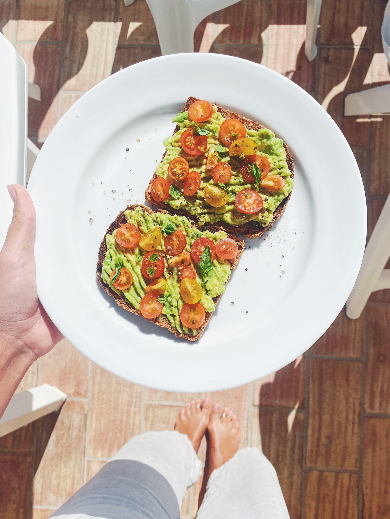 a melhor tosta de abacate   please consider   joana limao